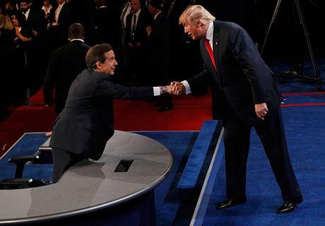Dau khau quyet liet, Trump - Clinton khong bat tay khi ket thuc tranh luan - Anh 2