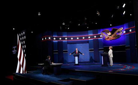 Dau khau quyet liet, Trump - Clinton khong bat tay khi ket thuc tranh luan - Anh 3
