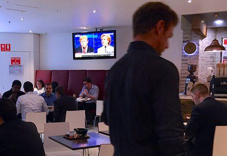 Dau khau quyet liet, Trump - Clinton khong bat tay khi ket thuc tranh luan - Anh 4
