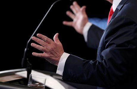 Dau khau quyet liet, Trump - Clinton khong bat tay khi ket thuc tranh luan - Anh 8
