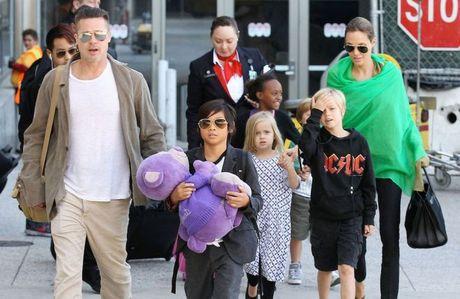 Brad Pitt lan dau gap lai Maddox sau vu viec bao hanh tren may bay - Anh 2