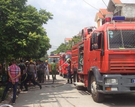 Ninh Binh: Chay nha 2 tang, mot nguoi nguy kich - Anh 1