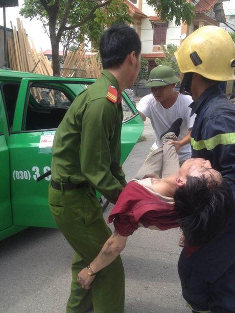 Ninh Binh: Chay nha 2 tang, mot nguoi nguy kich - Anh 3