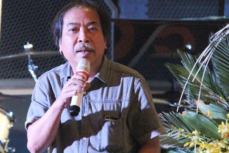 Nha tho Nguyen Quang Thieu ua nuoc mat 'Trong ngoi nha cua me' - Anh 2