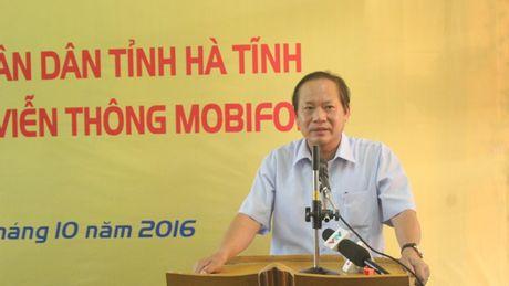 Bo Thong tin-Truyen thong trao qua cuu tro tai Ha Tinh - Anh 2