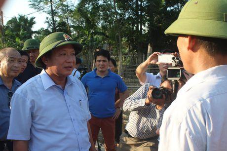 Bo Thong tin-Truyen thong trao qua cuu tro tai Ha Tinh - Anh 9