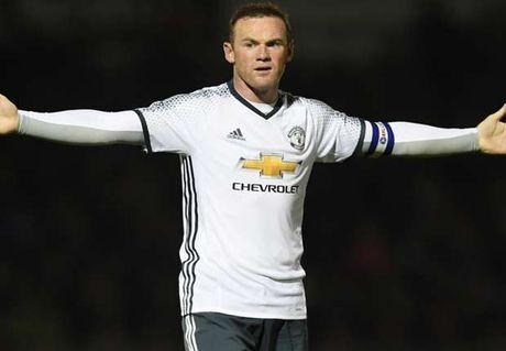 Rooney len tieng ve viec phai ngoi du bi - Anh 1