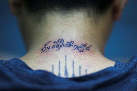 Nguoi Thai xam minh tuong nho Quoc vuong Bhumibol - Anh 5