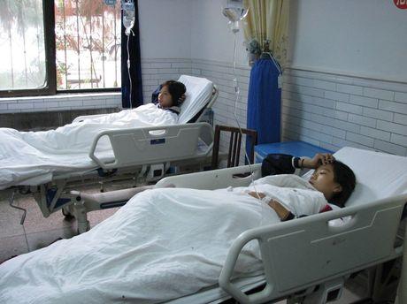 300 hoc sinh tai Trung Quoc phai nhap vien cap cuu vi ngo doc thuc pham - Anh 1