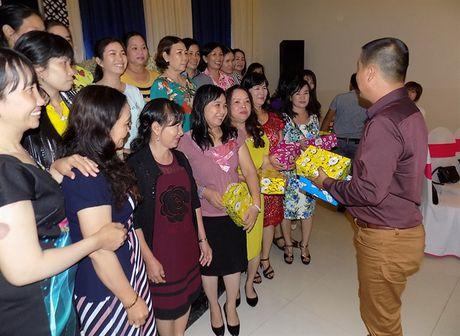 Phan bon Dai Bang Xanh hop mat khach hang nhan ngay 20/10 - Anh 4