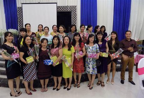 Phan bon Dai Bang Xanh hop mat khach hang nhan ngay 20/10 - Anh 5