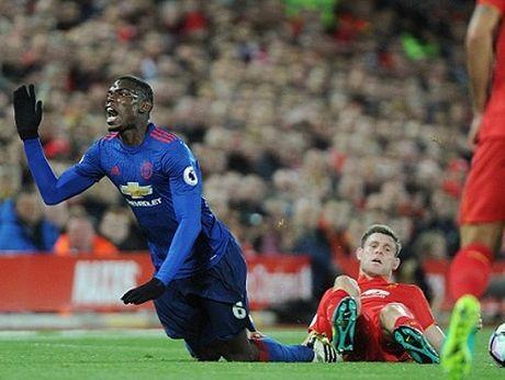 Man United: Paul Pogba qua te hay Mourinho khong biet dung? - Anh 1