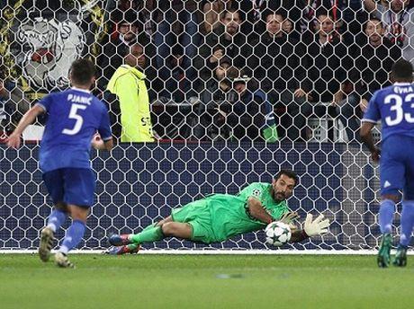 Juventus: Buffon mai la sieu anh hung - Anh 1