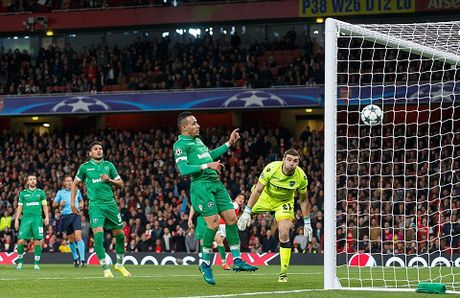 DIEM NHAN: Arsenal nay da khac. Walcott va Oezil qua tuyet. Ospina chac chan hon - Anh 2