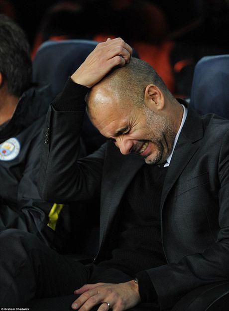 Guardiola nho be va bat luc trong the gioi cua thien tai Messi - Anh 2