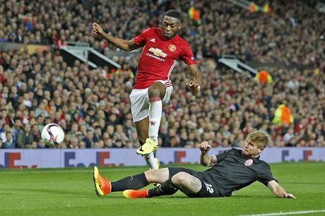 Man United 'troi chan' thanh cong Fosu-Mensah - Anh 2