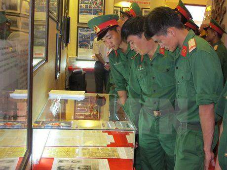 Trien lam ban do va trung bay tu lieu Hoang Sa, Truong Sa tai Gia Lai - Anh 1