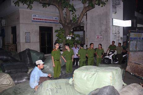 Bat 40 tan hang lau tren tuyen duong sat Bac-Nam - Anh 1