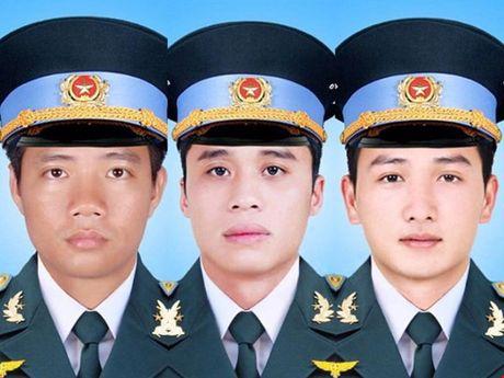 Quyet dinh truy tang Huan chuong, truy thang quan ham cho 3 phi cong - Anh 1