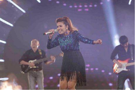 Janice Phuong lan dau bieu dien o Ha Noi sau khi len ngoi Quan quan Vietnam Idol - Anh 2