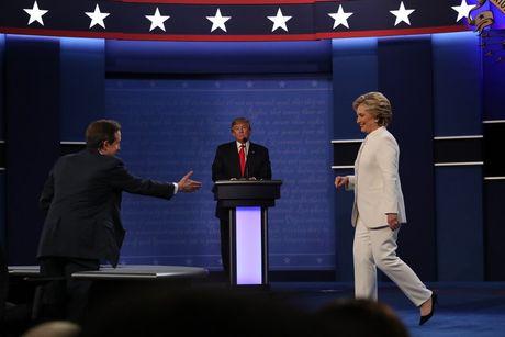 Vi sao Trump- Hillary khong dung xau xa cua doi thu lam vu khi tan cong? - Anh 1