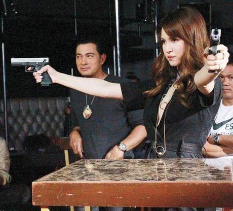 Maria Ozawa khoe lung tran goi cam trong phim chinh thong dau tien - Anh 2