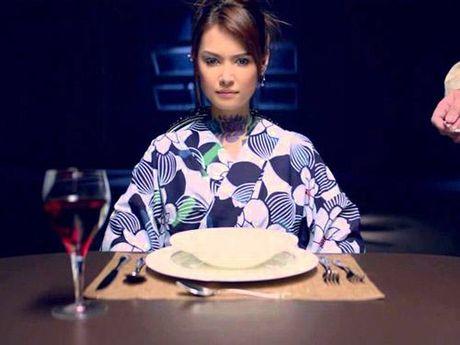 Maria Ozawa khoe lung tran goi cam trong phim chinh thong dau tien - Anh 4