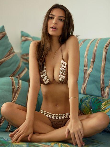 Emily Ratajkowski tha rong boc lua, khoe body sexy - Anh 3