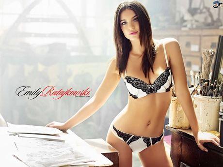 Emily Ratajkowski tha rong boc lua, khoe body sexy - Anh 9