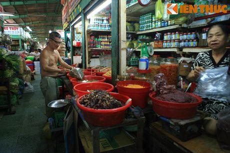 Kham pha ngoi cho co noi tieng cua nguoi Hoa Cho Lon - Anh 18
