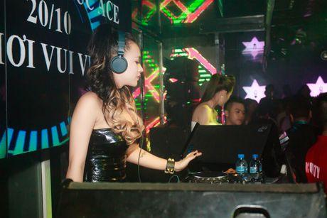 DJ Tit tai xuat khoe dang nuot sau gan 2 thang sinh con - Anh 5
