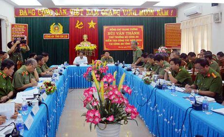 Thu truong Bo Cong an Bui Van Thanh kiem tra cong tac nam 2016 tai cong an tinh Gia Lai - Anh 1