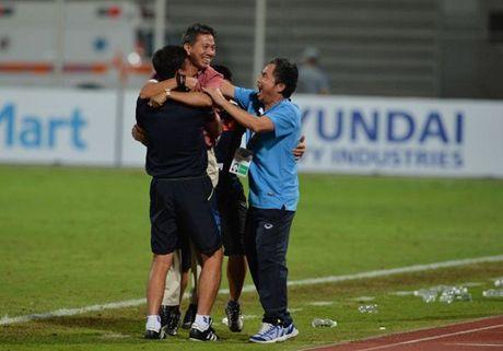 HLV Hoang Anh Tuan nghen ngao trong ngay U19 Viet Nam lam nen lich su - Anh 1