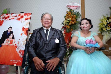 Dam cuoi 'khong lo' 60 cap doi o Sai Gon: Khi con tim nghen lai - Anh 12