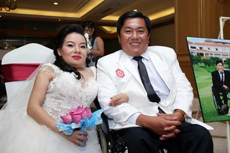 Dam cuoi 'khong lo' 60 cap doi o Sai Gon: Khi con tim nghen lai - Anh 13