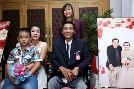 Dam cuoi 'khong lo' 60 cap doi o Sai Gon: Khi con tim nghen lai - Anh 9