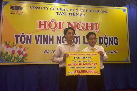 Taxi Tien Sa trao tang tren 550 trieu cho gia dinh tai xe bi sat hai - Anh 1