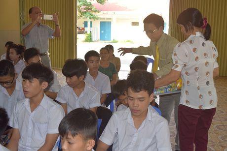 Taxi Tien Sa trao tang tren 550 trieu cho gia dinh tai xe bi sat hai - Anh 3