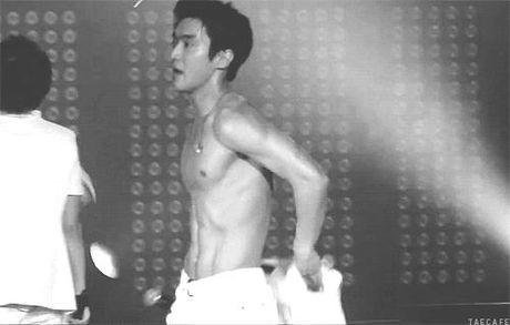 Nhung man xe ao cuc sexy cua idol Kpop tren san khau - Anh 4