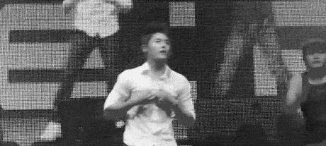 Nhung man xe ao cuc sexy cua idol Kpop tren san khau - Anh 7