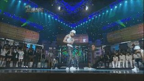 Nhung man xe ao cuc sexy cua idol Kpop tren san khau - Anh 9