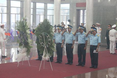 Hang ngan nguoi tien biet 3 phi cong hy sinh tai Ba Ria - Vung Tau - Anh 3