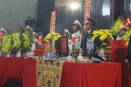 Hang ngan nguoi tien biet 3 phi cong hy sinh tai Ba Ria - Vung Tau - Anh 5