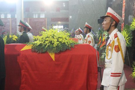 Hang ngan nguoi tien biet 3 phi cong hy sinh tai Ba Ria - Vung Tau - Anh 6