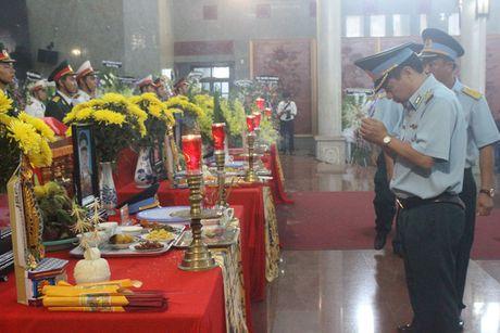 Hang ngan nguoi tien biet 3 phi cong hy sinh tai Ba Ria - Vung Tau - Anh 8