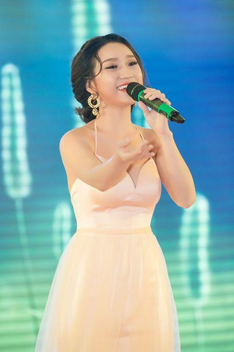 Vo chong Ly Hai - Minh Ha nhu 'co dau chu re' trong su kien cuoi - Anh 12