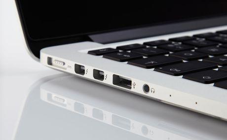 Apple se loai bo cong USB truyen thong tren MacBook Pro - Anh 1