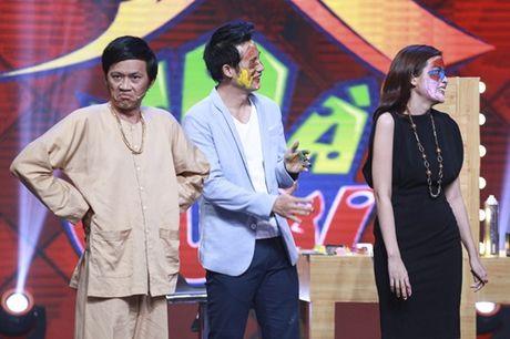 """Nha Cuoi: Hoai Linh nam """"ba dao"""" tren ghe xoay, Xuan Bac """"gai"""" Cao Thai Ha hon minh - Anh 10"""