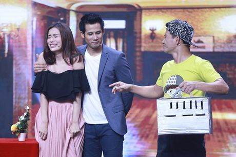 """Nha Cuoi: Hoai Linh nam """"ba dao"""" tren ghe xoay, Xuan Bac """"gai"""" Cao Thai Ha hon minh - Anh 16"""