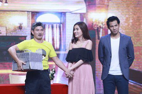"""Nha Cuoi: Hoai Linh nam """"ba dao"""" tren ghe xoay, Xuan Bac """"gai"""" Cao Thai Ha hon minh - Anh 17"""